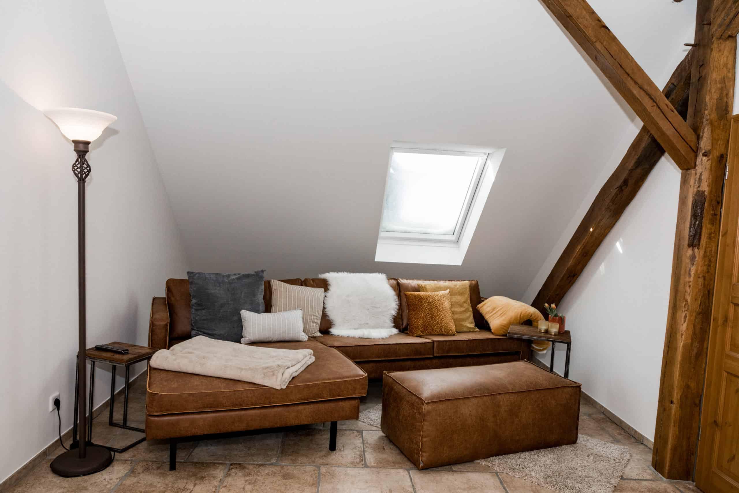 Loft: Couch im TV-Zimmer